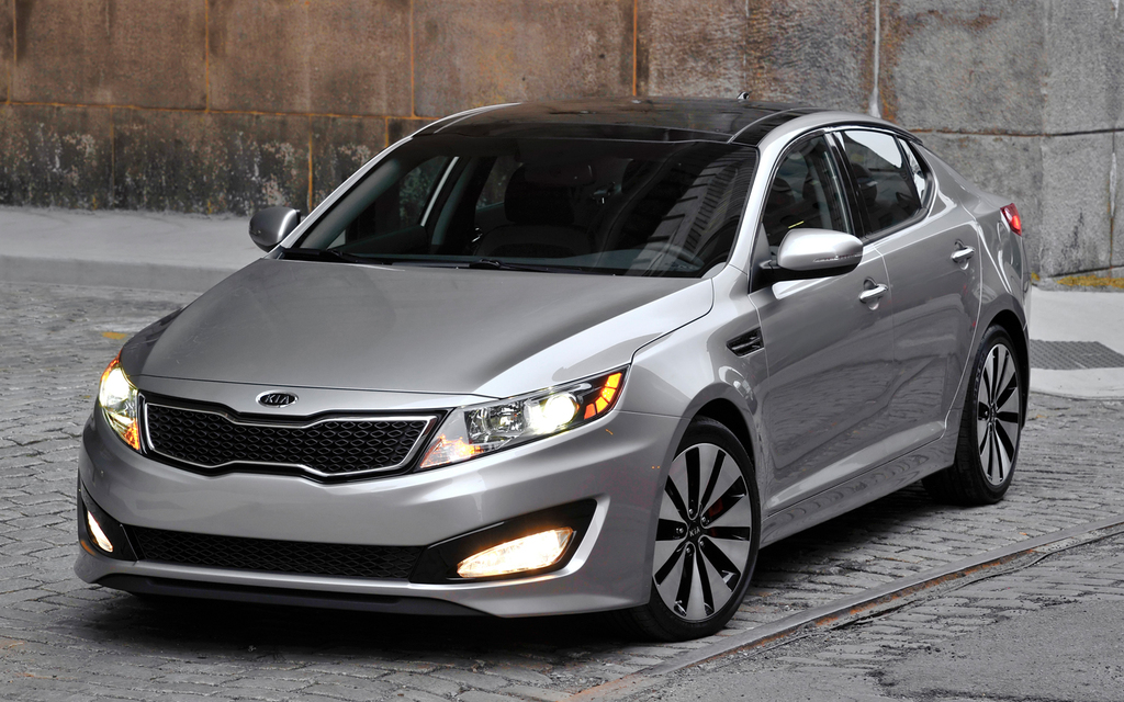 2012-Kia-Optima-SX-Turbo-front-three-quarter.jpg