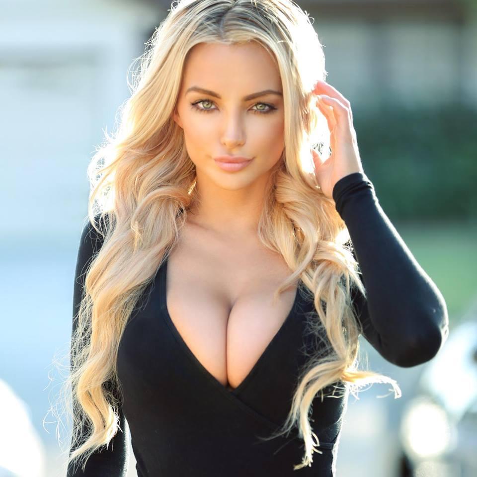 Блондинка с шикарной грудью фото 12