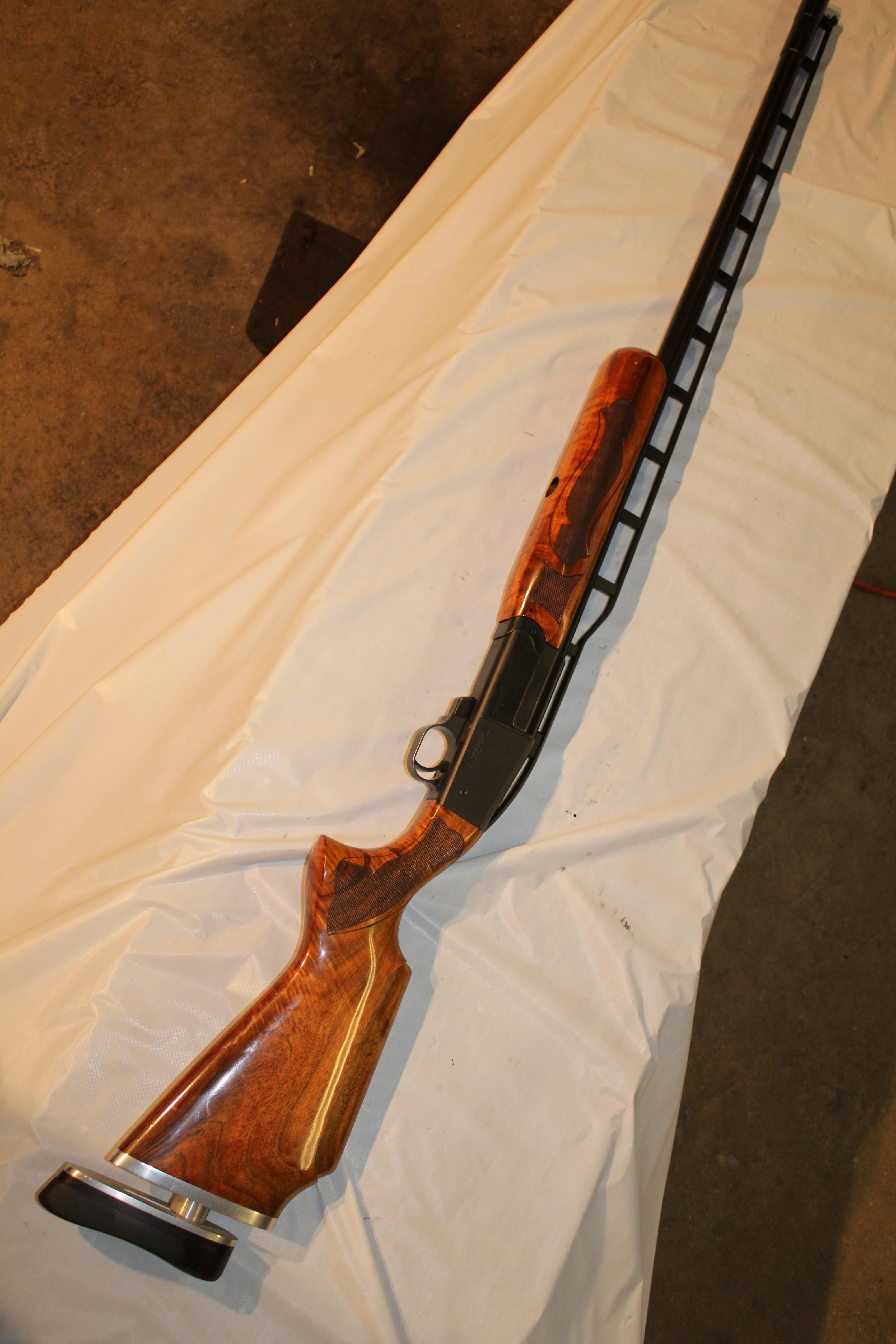 Ljutic tall Olymic rib, single shot 12 ga. trap, #1992, ppull trigger, adj. butt and comb..JPG