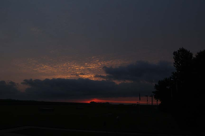 Sunrise-1-webuseme_zpscc43aad5.jpg